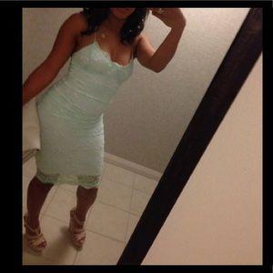 Dresses & Skirts - Lace bodycon medi dress